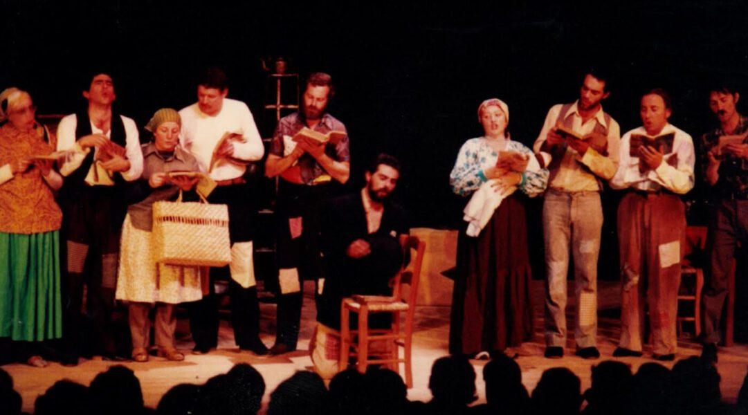 Foto atores no palco (acervos Miseri Coloni)